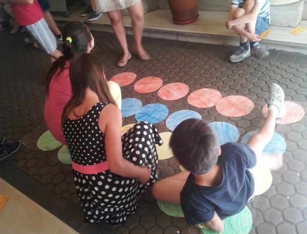 Juegos en la fiesta de fin de curso de niños y jóvenes